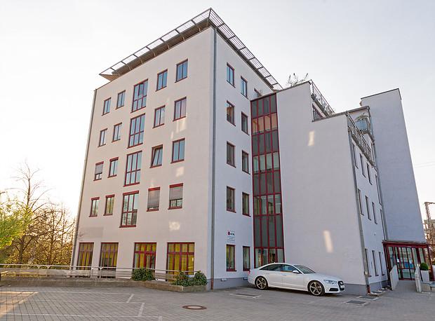 Guerickestr. 1 in Regensburg (2 Wohnungen, 12 Büros und 20 TG-Stellplätze)